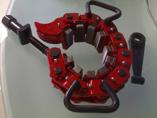 Safety clamp type mp dog collars pipe handling